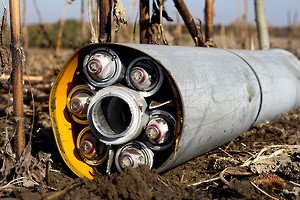 Cluster munition in an unexploded Uragan rocket in a field in territory controlled by the Ukrainian government near Novomykhailivka on October 14, 2014; photo by Ole Solvang, Human Rights Watch