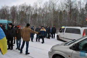 Striking miners at Novovolyns'kyi coal mine in Volyn region block a road on Dec 27, 2014