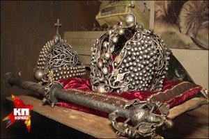 Replica of the Russian Crown, by blacksmith Viktor Mikheev, photo in Komsomolskaia Pravda (news journal in Donbas)