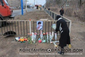 Memorial in Konstantinovka where eight year old Polina was killed by Ukraine army vehicle
