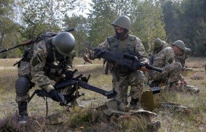 Ukrainian soldiers, photo by Sergey Dolzhenko, EPA