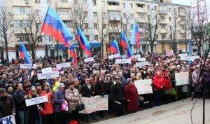 Unions in Luhansk protest Ukraine's economic blockade against their region, March 23, 2015