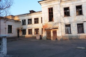 School #106 in Petrovsky district of Donetsk shattered by Ukrainian army shelling (photo on April 16, 2015 by Roger Annis)