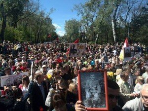 'Alley of Glory' in Odessa on May 9, 2015. Marchers chant anti-fascist slogans (Facebook)