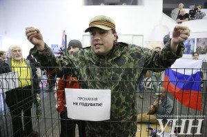 'Beware of Russians' exhibit in Kyiv in April 2014. Sign reads 'Do not feed' (Global Voices)