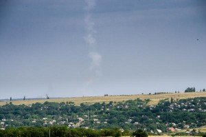 Doctored photo of July 17, 2014 showing a missible con trail (reproduced by Max van der Werff)