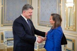 Petro Poroshenko meets Victoria Nuland in Kyiv on May 15, 2015 (website of President of Ukraine)