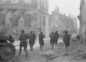 Soviet soldiers advance in city of Jelgava, Latvia in summer 1944 (Wikipedia)
