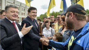 Ukraine President Poroshenko (L) and Mikheil Saakashvili in Odessa May 30, 2015 (EPA)