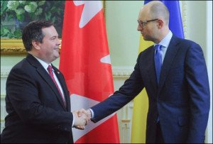 Canadian Defense Minister Jason Kenney meets Arseniy Yatsenyuk in Kyiv on June 26, 2015 (Andrew Kravchenko, AP)