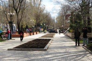 Central Donetsk city, April 2015 (Roger Annis)