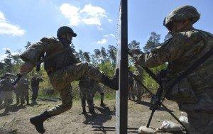 U.S. soldier, right, training Ukrainian soldiers (Oleksandr Klymenko, Reuters)