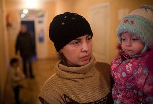 Internally displaced mother and child in Ukraine (photo by HIAS)