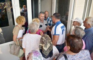 Pensioners in Soroca, Moldova demand to confront mayor over utility rate hikes, July 2015