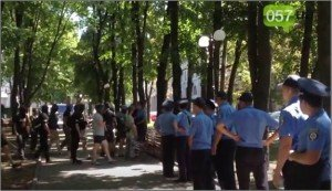 Police in Kharkiv stand and watch as right-wing mob attacks office of Opposition Bloc on Aug 3, 2015 (YouTube screenshot)