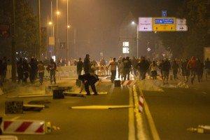 Right wing vigilantes protest against migrants in German city of Heidenau, Aug 23, 2015 (Reuters)