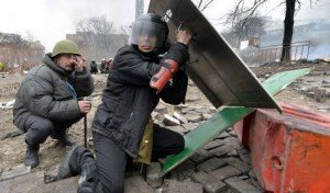 Protesters take cover from sniper fire on Maidan Square, Feb 20, 2014
