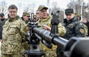 Ukrainian President Petro Poroshenko (left)