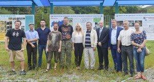 Pamela Anderson (center) at wildlife rehabilitation center in Vladisvostok, Russia on Sept 3, 2015 (TASS)