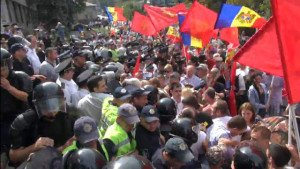 Protest by Red Bloc in Chisinau, Moldova is attacked by police on Sept 6, 2015 (Red Star Over Donbass)