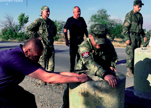 Right Sector extremists erect road blockade into Crimea on Sept 20, 2015 (photo from 112.ua)