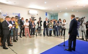 Vladimir Putin speaks to assembled journalists in Vladivostok on Sept 4, 2015 (Office of President of Russia)