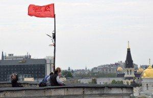 Activists hoist 'banner of victory' over Trade Union House in Odessa on May 9, 2014 (Maxim Voytenko-ITAR-TASS)