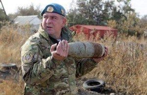 De-mining serviceman near Donetsk on Oct 18, 2015 (AFP)