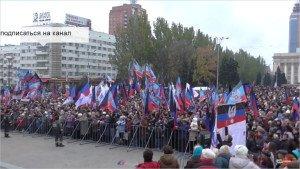 Flag Day in Donetsk on Oct 25, 2015 (YouTube screenshotl)