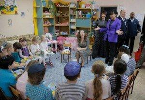 U.S. Commerce Secretary Penny Pritzker visits Jewish school in Bila Tserkva, Ukraine on Oct 27, 2015 (Efrem Lukatsky, AP)