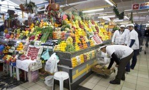 Food market in Moscow. Food products from Turkey among those being restricted by Russia following Nov 24 shootdown of Russian warplane (Alexander Zemlianichenko, AP)