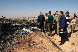 Investigators at site on Nov 2, 2015 of Russian airline crash in Sinai (EPA)