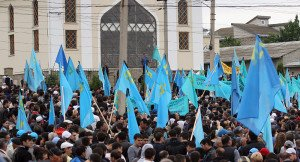 Crimean Tatars display national flag in unidentified photo on Sputnik News