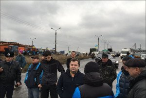 Farmers in Ukraine block roads protesting rising tariffs, Dec 2015