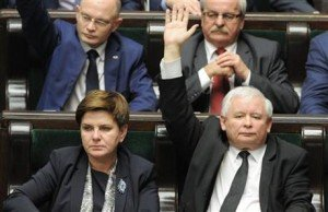 Leader of the ruling Law and Justice party, Jaroslaw Kaczynski (R), votes during passge of new law on tPoland's constitutional court on Dec 22, 2015. Prime Minister Beata Szydlo, left, looks on (Alik Keplicz, AP)