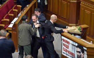Poroshenko Bloc deputy Oleg Barna tries to 'remove' Arseniy Yatsenyuk as prime minister on Dec 11, 2015 (Reuters)