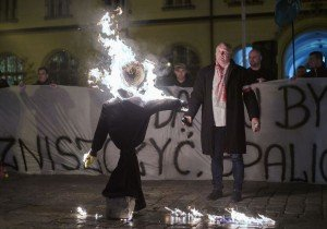 Protesting against the immigration of Muslims and Syrian refugees, demonstrators in Wroclaw on Nov 18, 2015 burn an Orthodox Jew in effigy (Reuters)
