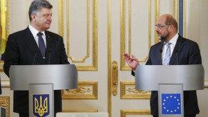 Ukraine's President Petro Poroshenko (L) and President of the European Parliament Martin Schulz (Valentyn Ogirenko, Reuters)
