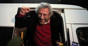 Can Dündar, editor-in-chief of Cumhuriyet daily, leaving Silivri prison near Istanbul on Feb 26, 2016 (AP)