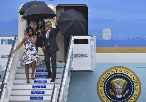 Barak and Michelle Obama, with daughters Sasha and Malia, arrive on historic visit to Cuba, March 20, 2016, (Yuri Cortez, AFP)
