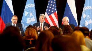 Russian Foreign Minister Sergei Lavrov (L), U.S. Secretary of State John Kerry and UN Special Envoy for Syria, Staffan de Mistura at news conference in Munich, Germany, Feb 12, 2016. (Michael Dalder, Reuters)