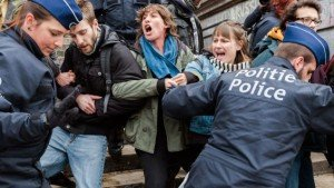 Brussels police break up anti-fascist protest at Place de la Bourse on April 2, 2016 (Vanden Winjgaert, AP)