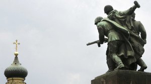 Monument in Warsaw to WW2 Red Army soldiers (Katarina Stoltz, Reuters)