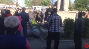 Residents of village of Lymanskoye, Odessa region, chase neo-Nazis come to destroy the village's Lenin monument on April 23, 2016 (Timer screenshot)
