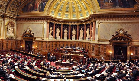 French Senate supports resolution to lift EU sanctions...