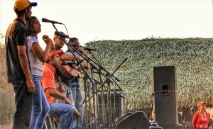 A tribute band to the revolutionary singer-songwriter Alí Primera traveled from the neighboring state of Yaracuy provided music for the annivsary celebration.