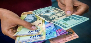 Venezuelan Banks Roll Out Dollar Accounts and Debit Cards